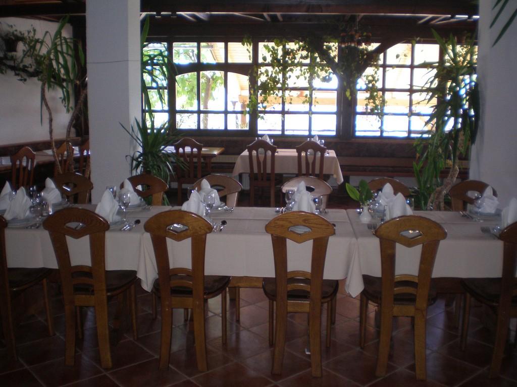 Pripravljena miza